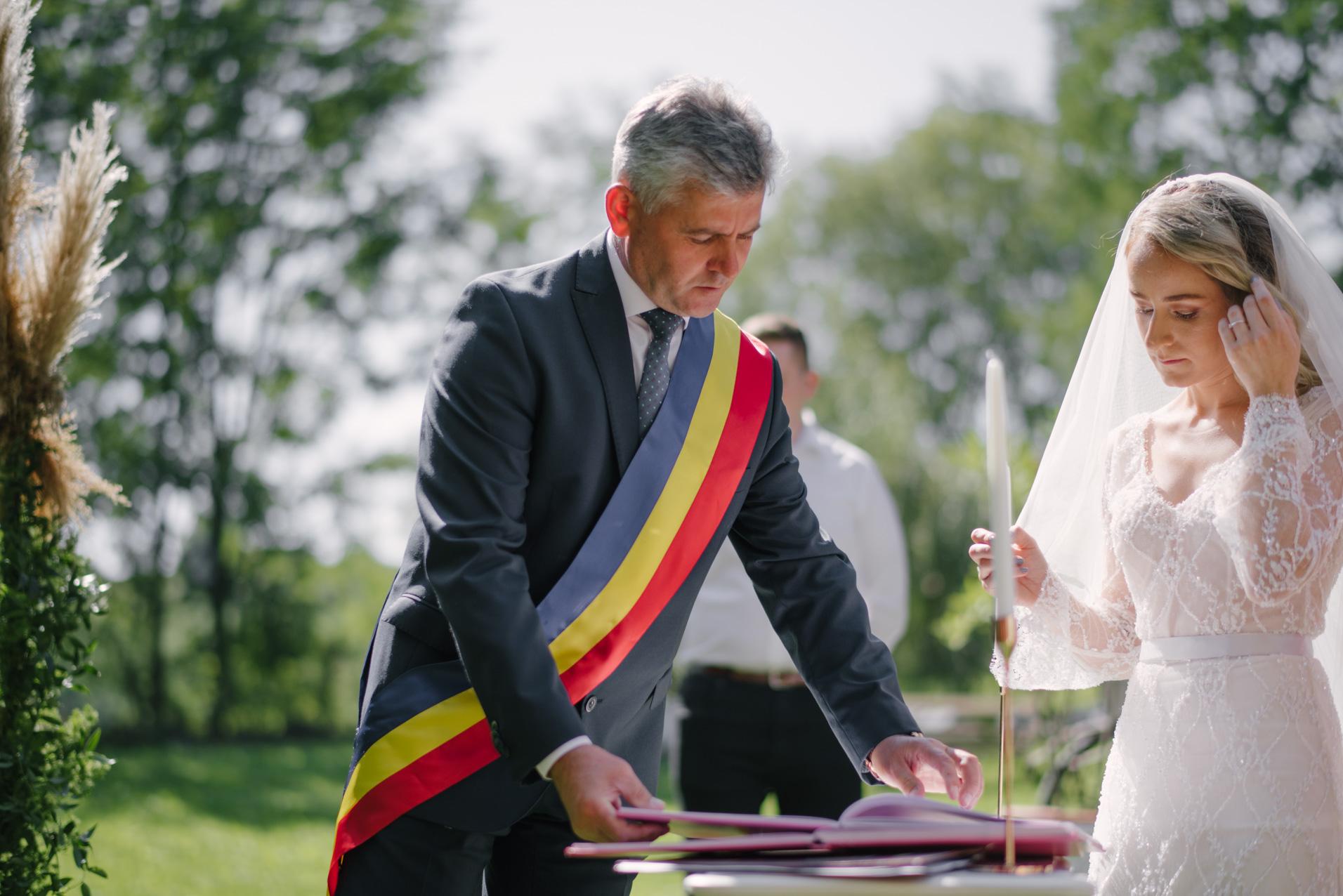 Outdoor wedding ceremony Bacau Roamina